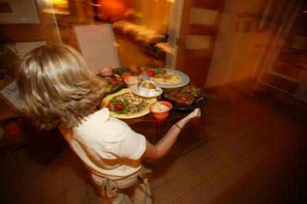 food_waitress1